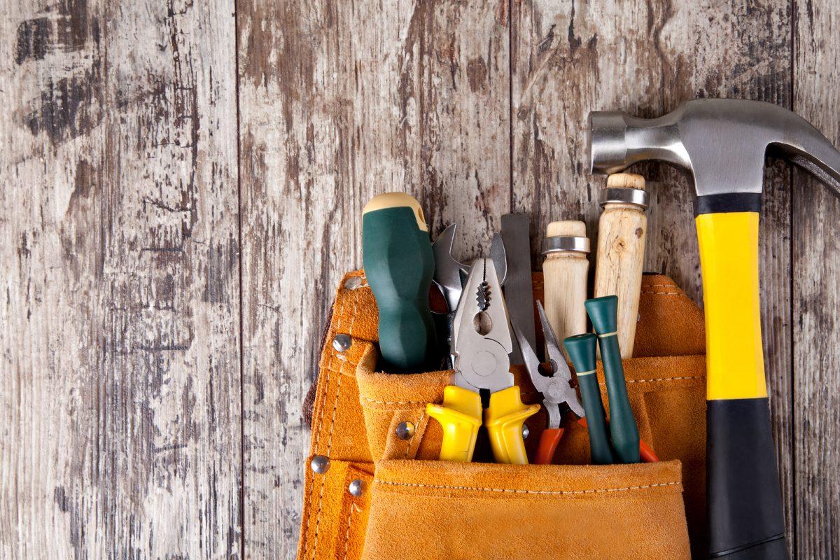 http://www.hobbysnob.it/wp-content/uploads/2014/12/bigstock-set-of-tools-in-tool-box-on-a-51238249-1200x800.jpg